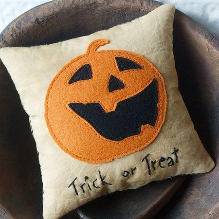 Pillow Tuck & Candle Mat