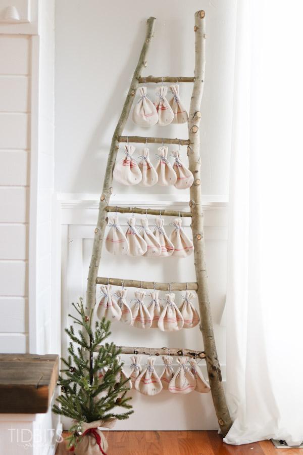 CHRISTMAS COUNTDOWN GRAIN SACK BAGS