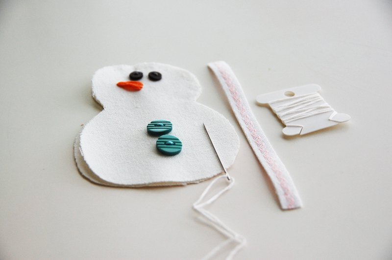 roree rumph_handmade_plush_snowman_ornament_step7