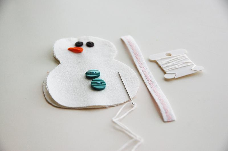 roree rumph_handmade_plush_snowman_ornament_step7